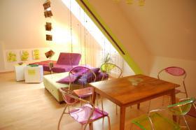 4 lila Sessel/ Stühle