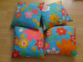 Foto 2 4 schöne Kissen mit Blumen von Trends (Ostermann) wie NEU NP 24€