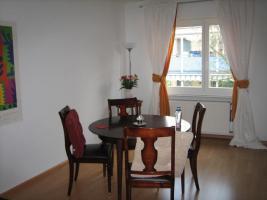 Foto 2 5 Warrings Stühle und 1 runder Ausziehtisch , Lübke