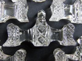 Foto 2 6 Messerbänkchen aus geschliffenem Kristallglas mit schönen Verzierungen