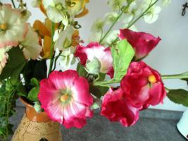 Foto 2 6 edele, naturgetreue Seidenblumen