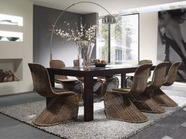 8 Rattanschwingstühle und 1 Tisch 200 x 90 NEU (1Monat alt)