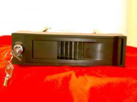 Foto 3 --ACHTUNG-- Laufwerksschubfach für SATA Festplatten+300GB SATA