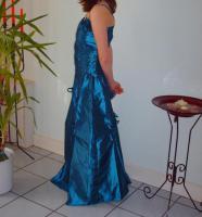 Foto 8 Abendkleider abzugeben