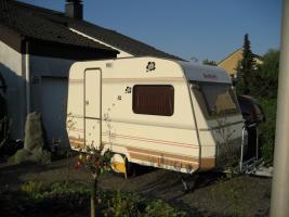 Abstellplatz für kleinen Wohnwagen gesucht !!!