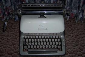 Foto 2 Adler - Büroschreibmaschine