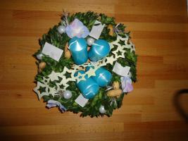 Adventskränzen und Kerzenhalter