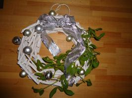 Foto 2 Adventskr�nzen an der T�r