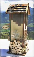Foto 3 Alpenländisches Plumpsklo mit Uhr und hochprozentigen Inhalten