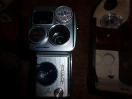 Foto 2 Alte Fotoapparate und Zubehör an Sammler abzugeben