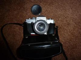 Foto 4 Alte Fotoapparate und Zubehör an Sammler abzugeben