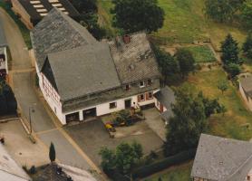 Foto 2 Alter Bauernhof mit Grünland