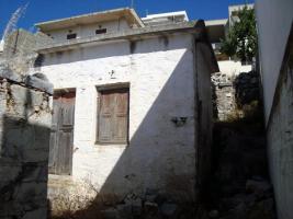 Altes sanierungsbedürftiges Steinhaus auf Naxos