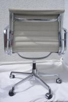 Foto 2 Aluminium Chair Charles & Ray Eames, H. Müller 1 Stück;