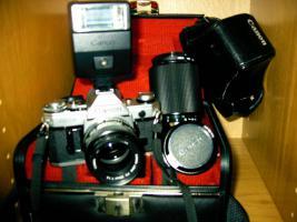 Analoge Canon-Kamera AE-1/FD50mm, 1:1,4 mit Zubehör.