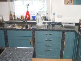 Foto 3 Anbauküche mit Kochinsel und Graniarbeitstplatten