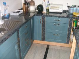 Foto 4 Anbauküche mit Kochinsel und Graniarbeitstplatten