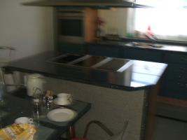 Foto 5 Anbauküche mit Kochinsel und Graniarbeitstplatten
