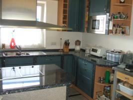 Foto 6 Anbauküche mit Kochinsel und Graniarbeitstplatten