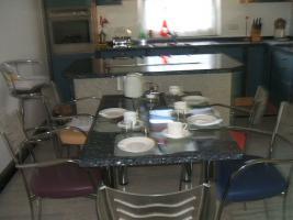 Foto 7 Anbauküche mit Kochinsel und Graniarbeitstplatten