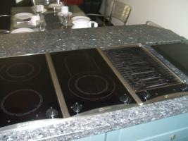 Foto 8 Anbauküche mit Kochinsel und Graniarbeitstplatten
