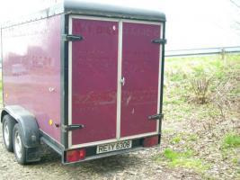 Foto 2 Anhänger -- Doppelachse Aufbau Koffer