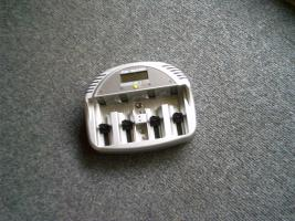 Ansmann Powerline 5 LCD Tischladegerät