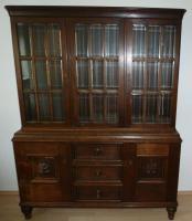 Foto 3 Antik- Möbel, 16-Teile, 1900-1920 J.( Vitrinen, Sideboard''s, Tisch, Stühle, Lampe usw.