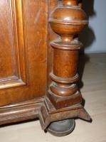 Foto 8 Antik- Möbel, 16-Teile, 1900-1920 J.( Vitrinen, Sideboard''s, Tisch, Stühle, Lampe usw.