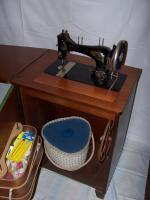 Foto 2 Antike Nähmaschine