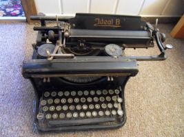 Antike Schreibmaschine Ideal B