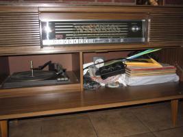 Foto 4 Antike Stereoanlage mit Radio und Plattenspieler