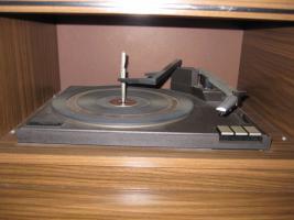 Foto 5 Antike Stereoanlage mit Radio und Plattenspieler