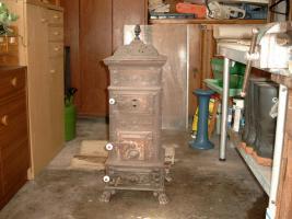 antiker ofen in kaltenberg metall kaminofen kamin ofen. Black Bedroom Furniture Sets. Home Design Ideas