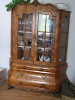 Antiker Schrank um 1880 geschwungen in Nussbaum Intarsien