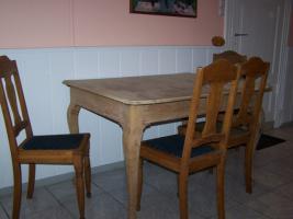 Foto 2 Antiker Tisch mit 4 Stühlen
