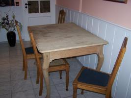 Foto 4 Antiker Tisch mit 4 Stühlen