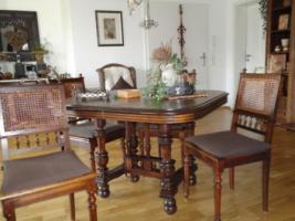 Antiker Tisch mit 6 Stühlen anschauen lohnt sich