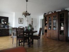 Foto 2 Antiker Tisch mit 6 Stühlen anschauen lohnt sich