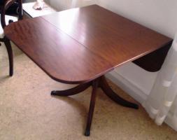 Antiker abklappbarer Tisch