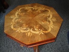 antiker sechseckiger tisch mit intarsien und sechs. Black Bedroom Furniture Sets. Home Design Ideas