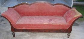 Antikes Sofa zu verkaufen.