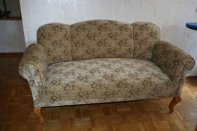 Antikes Zweisitzer-Sofa