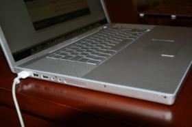 Foto 4 Apple MacBookPro A1261 17''