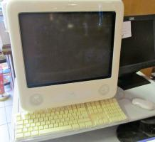 Apple eMac Komplettsystem G4 700 MHz