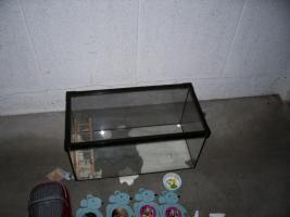 Aquarium mit luftdurchlässigem Deckel als Käfig für Farbmäuse + Zubehör