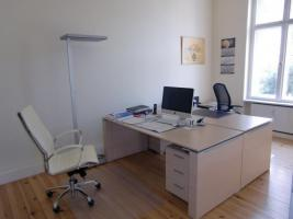 Büroplatz vor dem Fenster