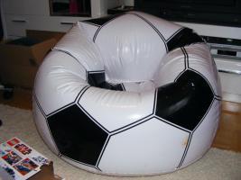 Aufblasbarer Sessel im lustigen Balldesign für Kinder