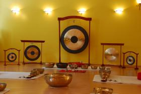 Ausbildung, Klangtherapie, Klangmassage, Seminare Gong,