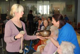 Foto 11 Ausbildung, Klangtherapie, Klangmassage, Seminare Gong,